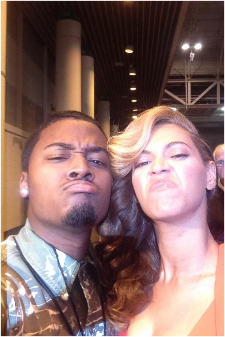 30 Celebrities And Their Hilariously Awkward Selfies