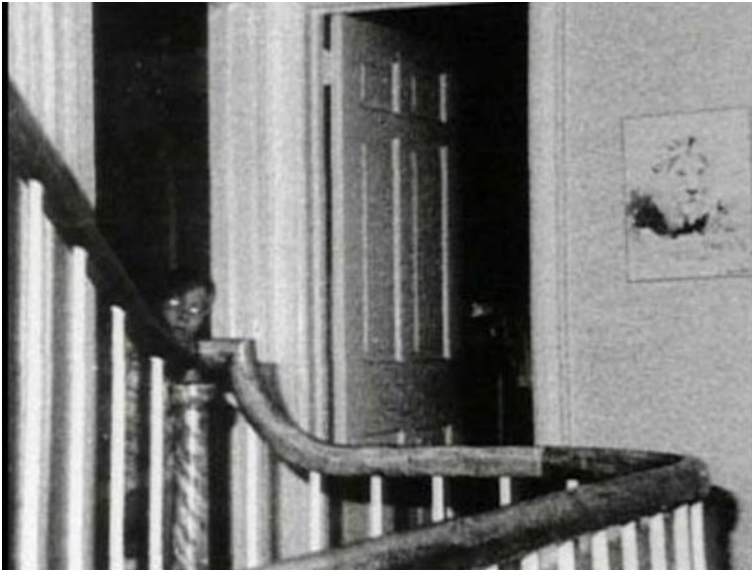 22 Strange Unexplainable Images That Will Give You The Creeps