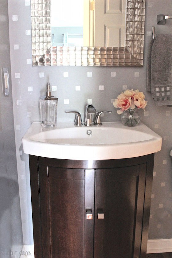 18 small bathroom ideas to make this cozy space look - How to make a small bathroom look larger ...