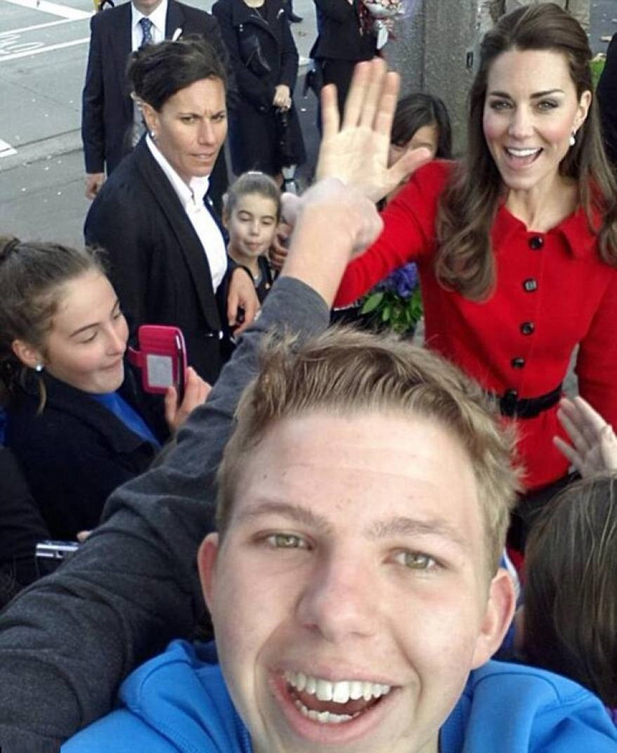 45 Hilarious Celebrity Photobombs