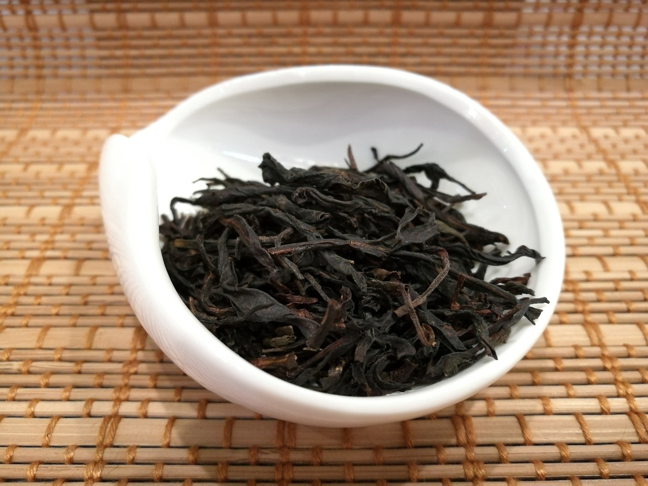 Oolong Tea Benefits, Side Effects and Uses