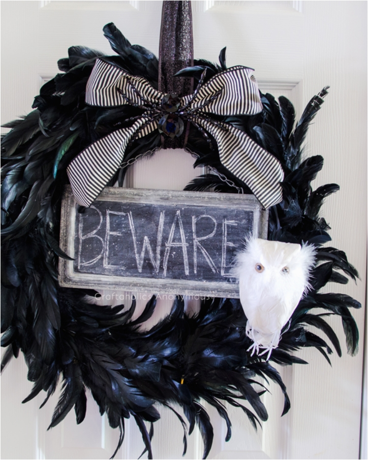 41 Scary DIY Wreaths To Complete The Halloween Decor