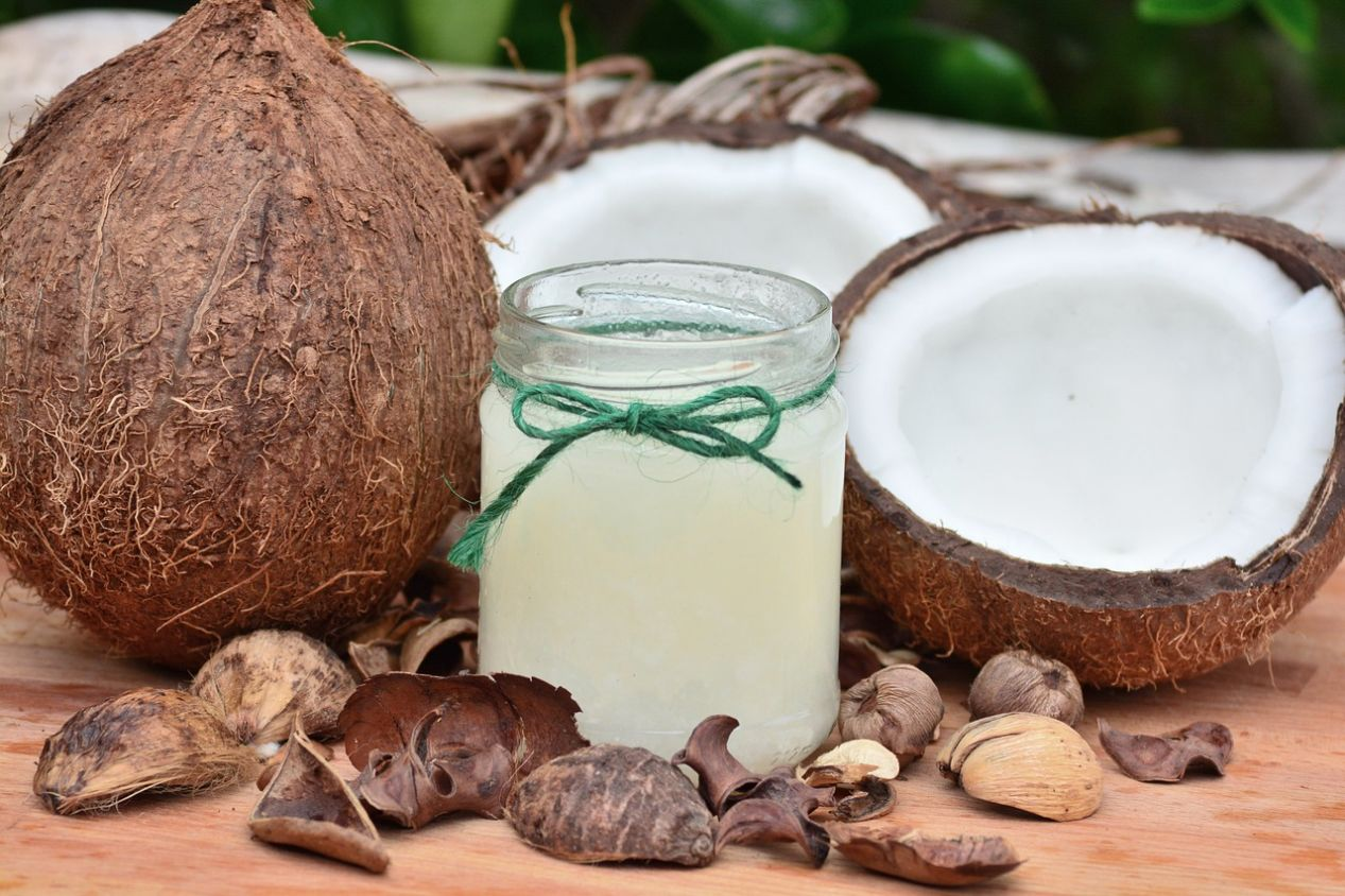 Coconut Oil Pulling: What Is It? Should You Do It?