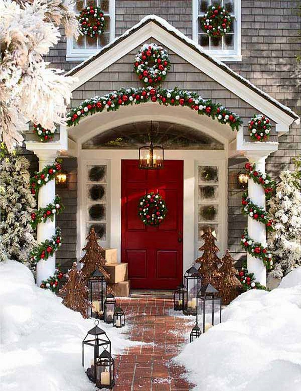 24 Festive Ideas for Outdoor Christmas Decorations