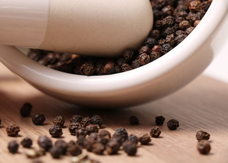 9 Amazing Uses of Black Pepper Essential Oil