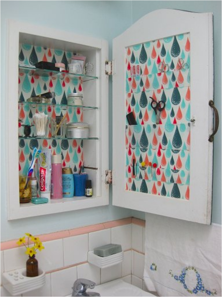 28 Great DIY's for Organizing a Tiny Bathroom