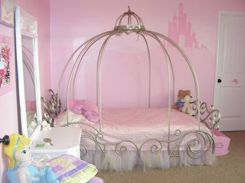 32 cheery designs for a little girl 39 s dream bedroom ritely for Princess style bedroom ideas