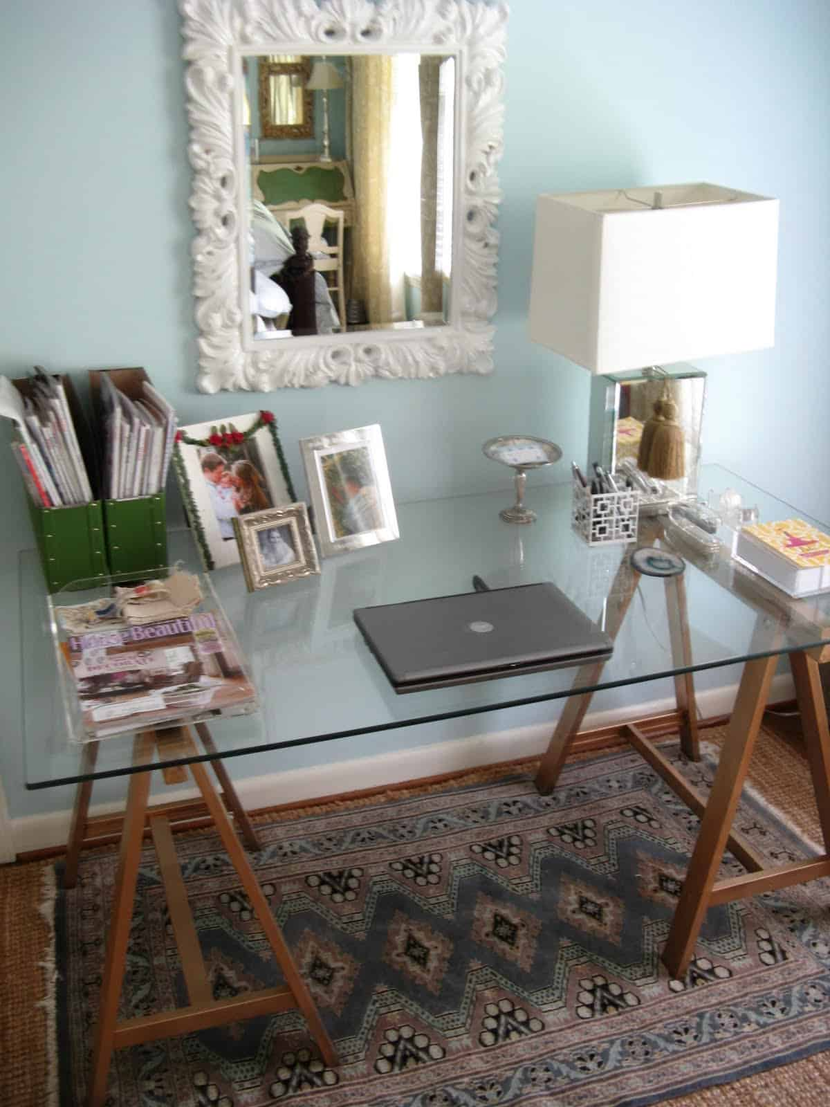 20 Handy Desks Created from IKEA Products