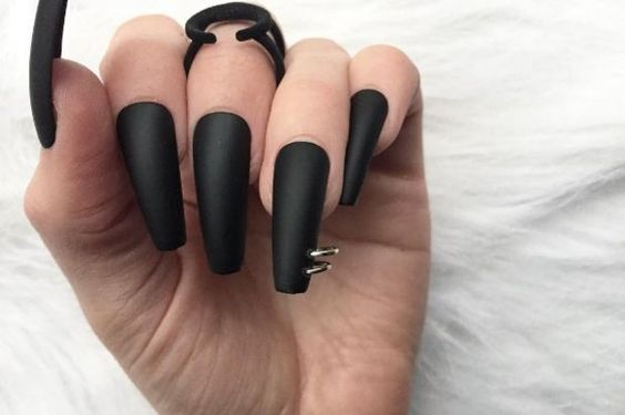 24 Pierced Nails: A 90s Nail Trend Makes a Comeback