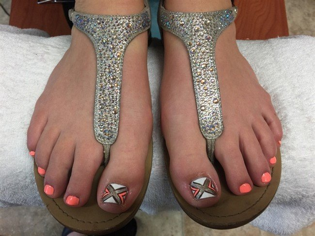 29 Sweet Toenail Designs to Show Off This Summer