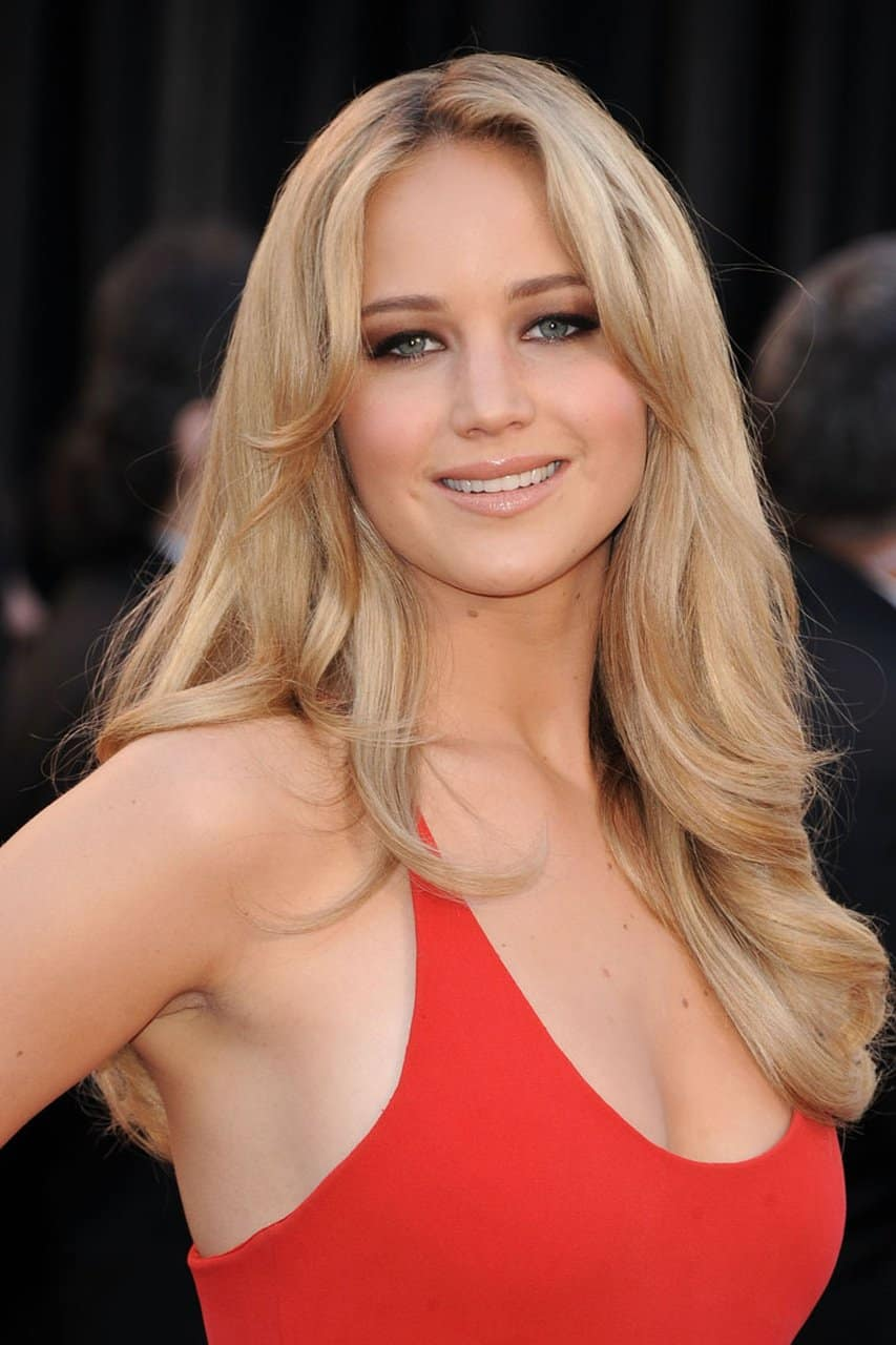 Top 15 Hottest Actresses Under 30