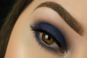 Navy blue smokey eyes