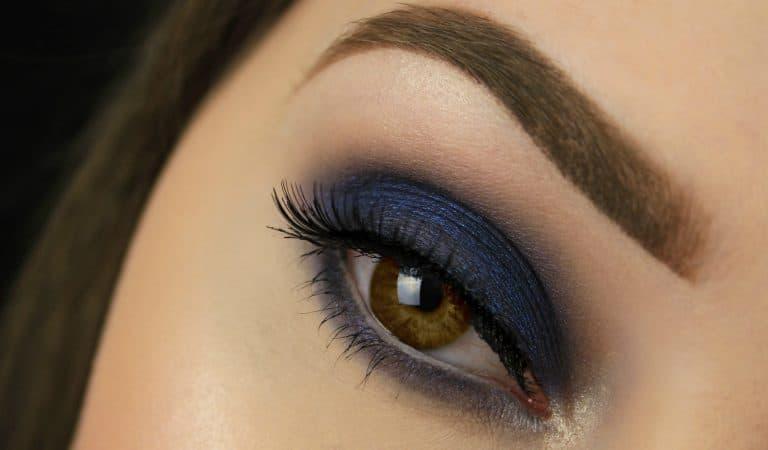 Navy blue smokey eyes