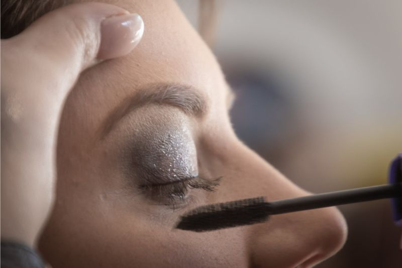 How to Make Your Eyelashes Look Longer