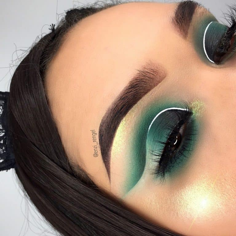 Makeup that makes green eyes pop