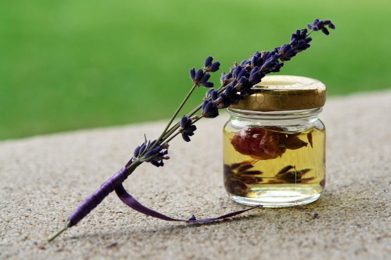 Essential Oils for Earaches: How to Soothe the Pain