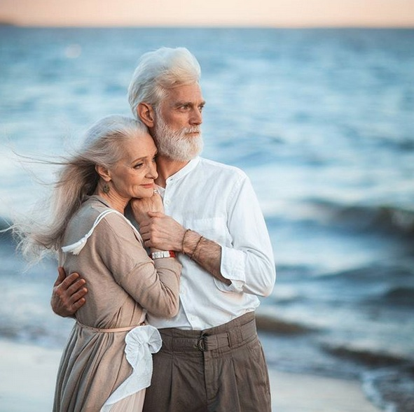 Elderly Couple Shows Love has No Limits