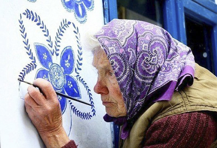 This 90-Year-Old Street Artist Paints Better than Most of Us