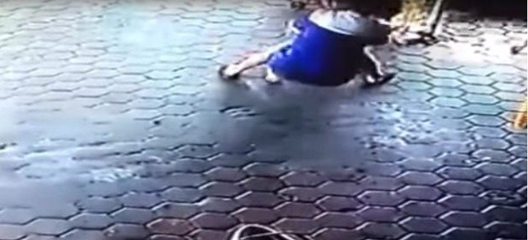 Dad With Lightning Reflexes Saves His Children From Being Hit by A Car