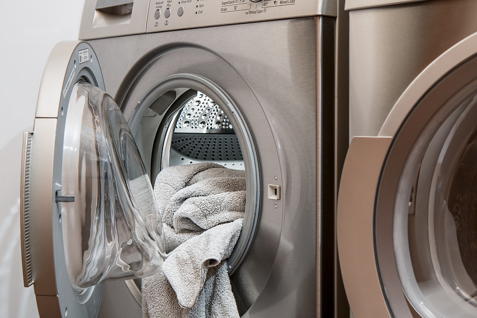 How to Clean Clothes Without Water – Hacks That Can Save Your Life
