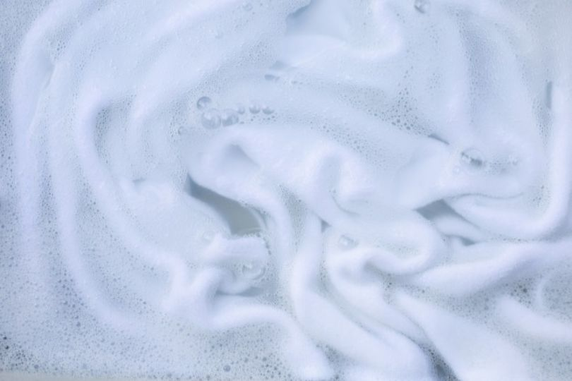 How to Remove Tough Odors from Clothes with Baking Soda